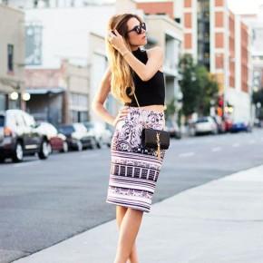 Mặc đẹp xuống phố với áo crop-top và chân váy bútchì