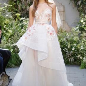 12 thiết kế váy nổi bật nhất Tuần lễ thời trang cưới Xuân/Hè2017