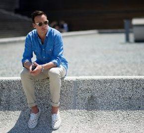 7 cách mặc áo sơmi nam màu xanhdương