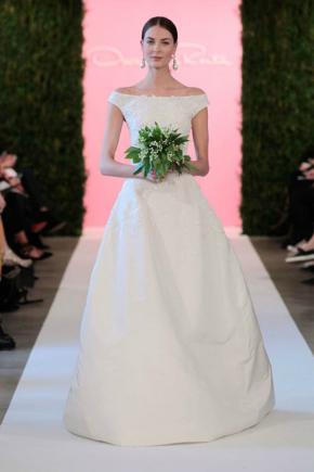 Chọn váy cưới che khuyết điểm cho cô dâu ngựclép