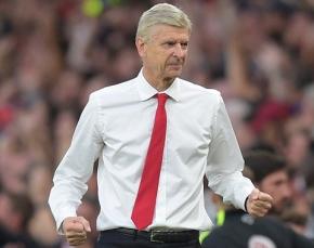 """Cuộc """"tỉ thí"""" thời trang của HLV Arsenal vàJuventus"""