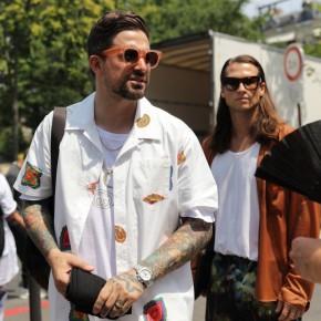 Sơ mi hoạ tiết lên ngôi tại street style tuần lễ thời trang nam giới2018