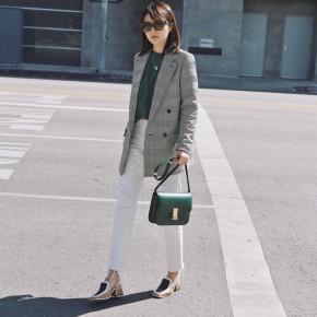 May blazer nữ mặc với quần jean nhìn sang mà vẫn cátính